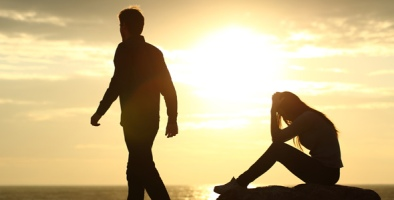 man-breaking-up-with-woman