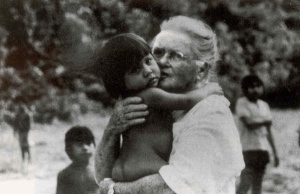 amy-carmichael-with-orphans